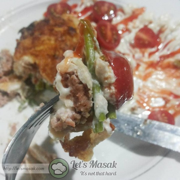 Keluarkan ayam, potong dan boleh dimakan dgn blackpepper atau mushroom sos. faa makan dengan cherry tomato, cili sos & mayones.