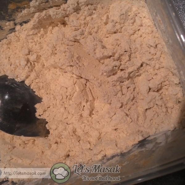 Campurkan ramuan kering (semua bahan bertanda *)