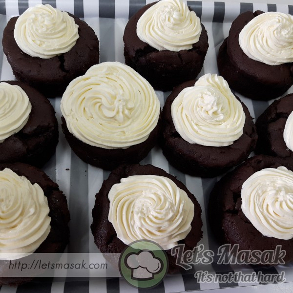 Devil's Mini Chocolate Cakes With Butterfrosting