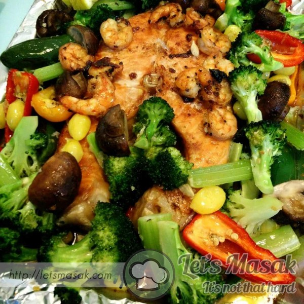 Grill Norwegian Salmon & Prawns With A Lot Of Vege And Ginkgo
