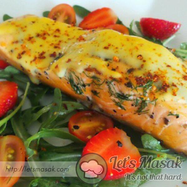 Salmon Gril Dengan Sos Holaindes