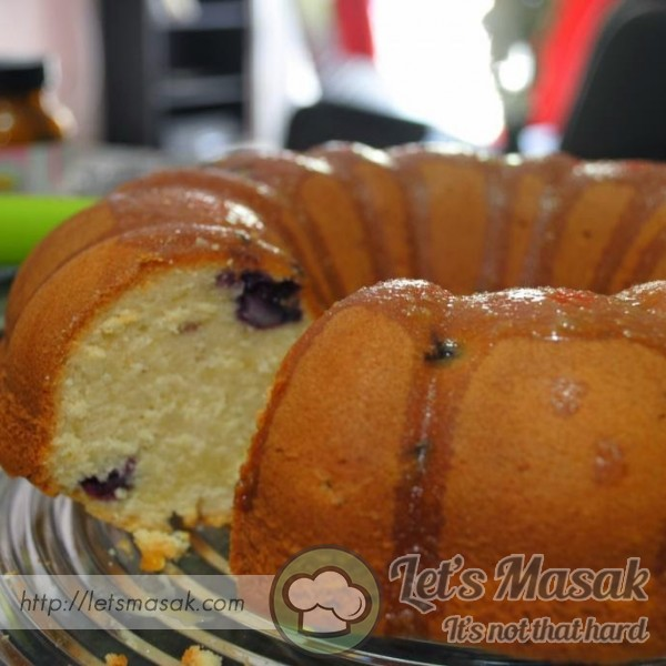 Lemon-Berry Bundt Cake