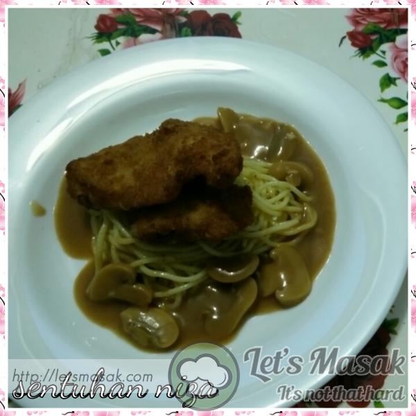 Breaded Chicken Saute Spaghetti And Mushroom Sauce