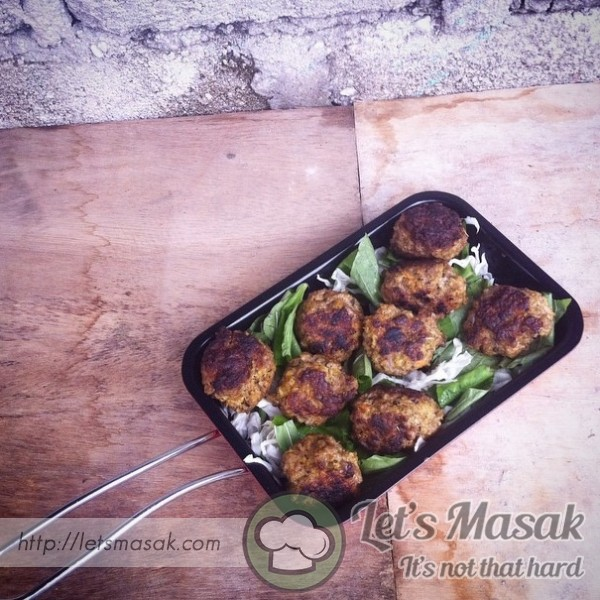 Oat Meatballs With Api Nah Salad