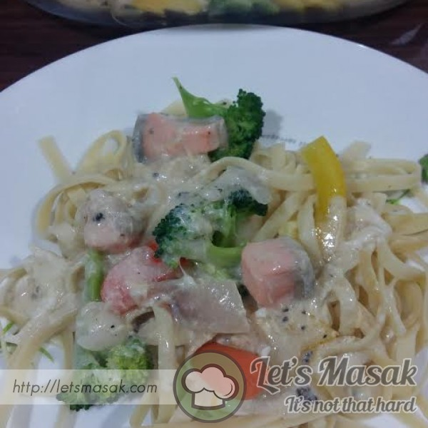 Fettuccine With Salmon Carbonara