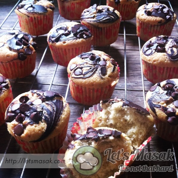 Fluffy Banana Marble Chocolate Chips  Cupcakes