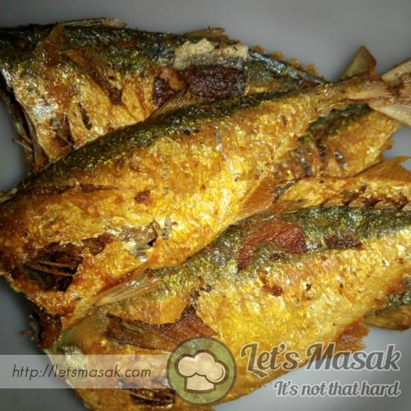 Ikan Kembung Goreng Kunyit