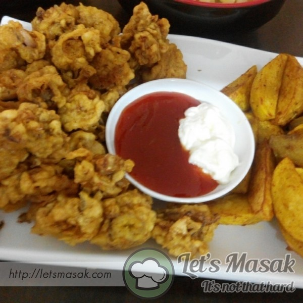 Squid Fritters & Potato Wedges