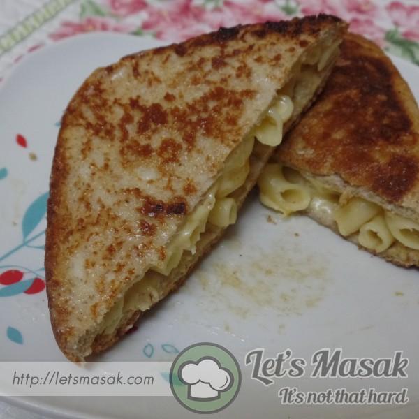 Mac N Cheese Grilled Cheese