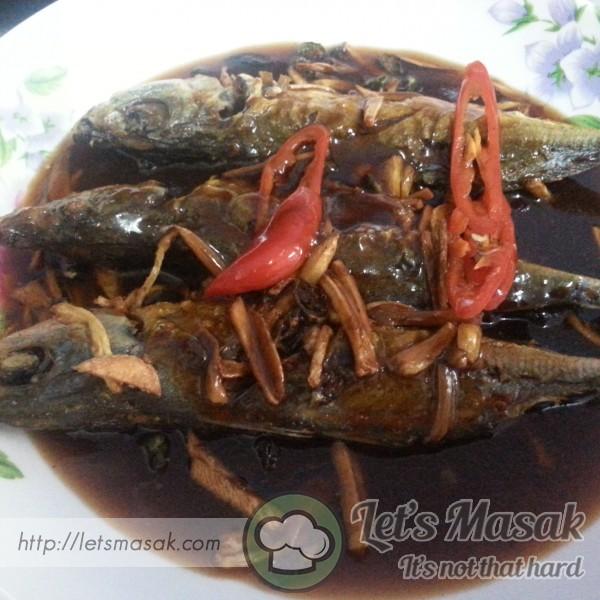 Ikan Goreng Halia Bawang Putih