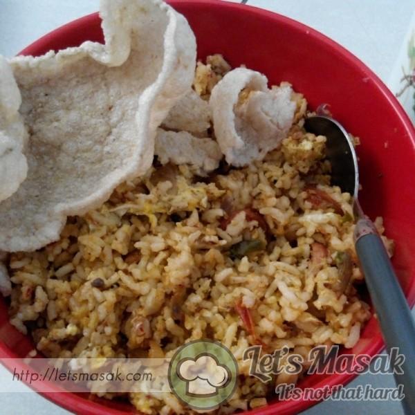 Nasi Goreng Sardin Pedas Bersama Keropok Ikan