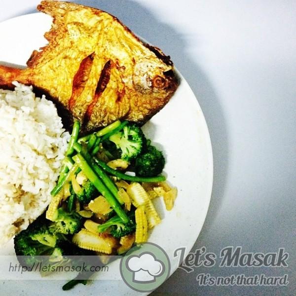 Brown Rice With Bawal Goreng N Vege