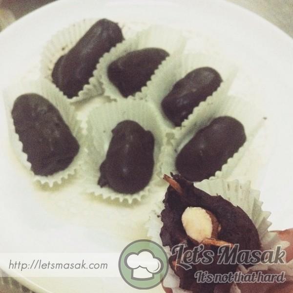 Kurma Badam Bersalut Coklat