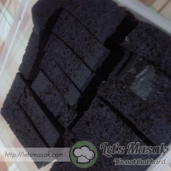 Kek Coklat Lembab Kukus
