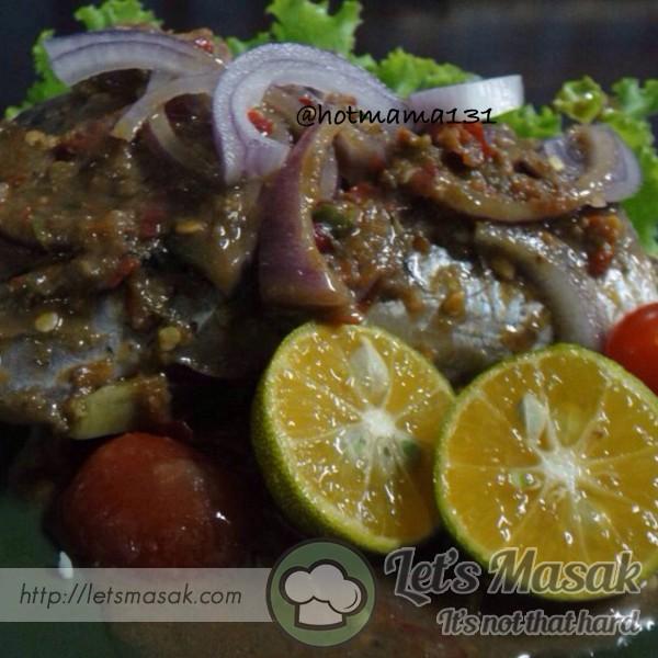 Ikan Rebus Air Asam Budu