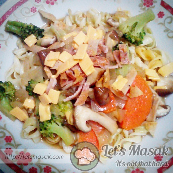 Vege Pasta With Oyster Sauce & Fried Chicken Salami