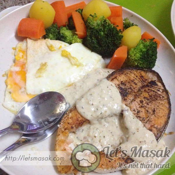 Salmon Pan Grill With White Sauce