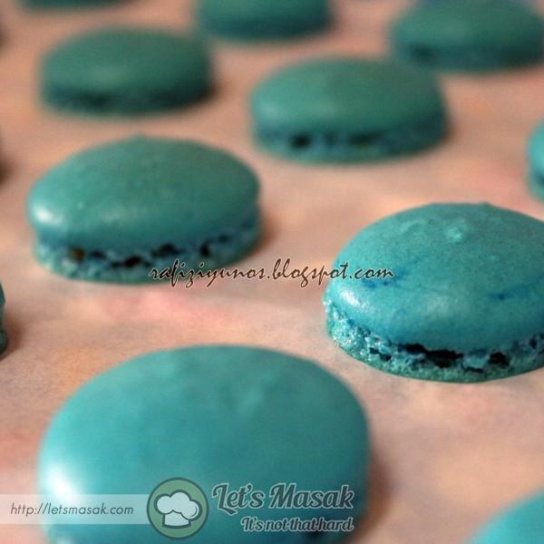 Macaron Biru