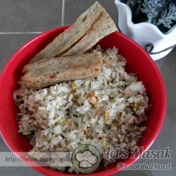 Nasi Goreng Ikan Bersama Keropok Lekor