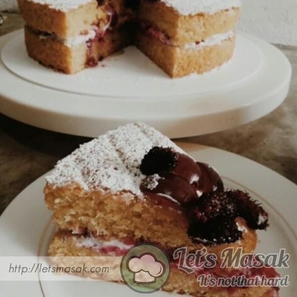 Mulberry Victoria Sandwich Cake